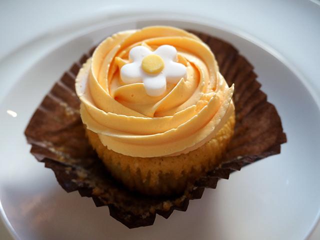 vanilla bean cupcakes stuffed with marmalade